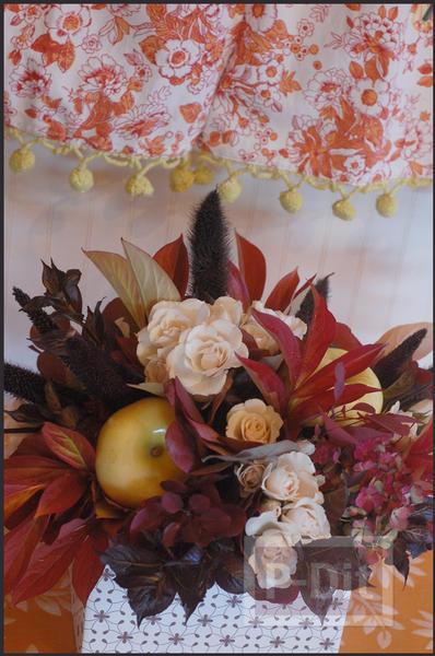 รูป 2 จัดแจกันดอกไม้ ใส่กล่อง