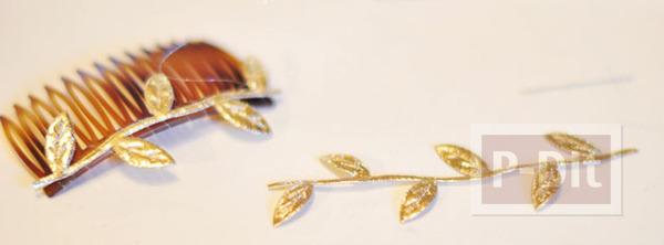 รูป 4 ตกแต่งหวีสับผม ด้วยใบไม้สีทอง เม็ดพลาสติกหลากสี