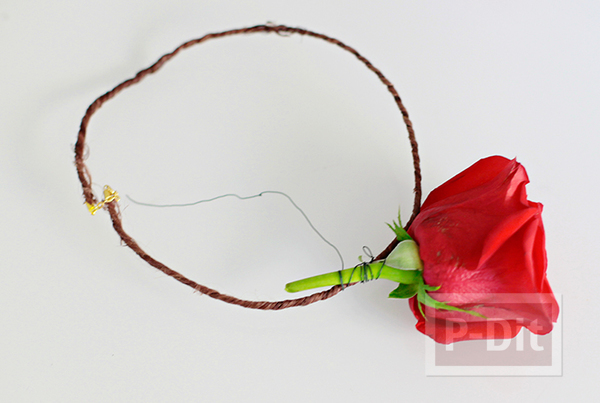 รูป 2 มงกุฎดอกกุหลาบ