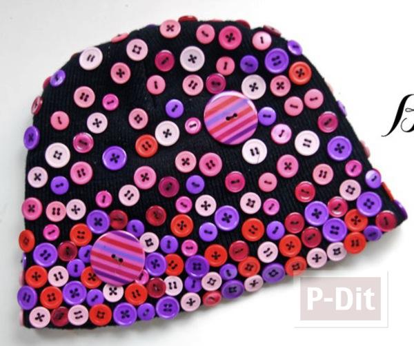 หมวกไหมพรม ตกแต่งด้วยกระดุมหลากสี