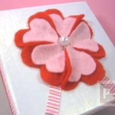 ตกแต่งกล่องของขวัญ ด้วยดอกไม้ ประดับ