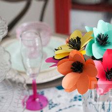 ดอกไม้ประดิษฐ์ ทำจากกระดาษสีสด