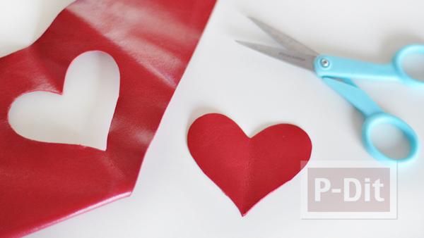 รูป 4 พวงกุญแจหัวใจ ทำจากหนังสีแดงสด
