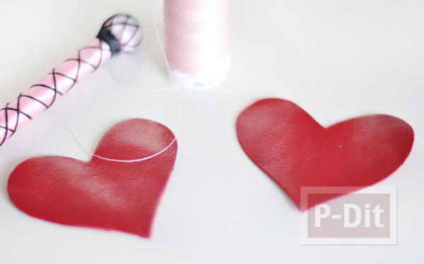 รูป 6 พวงกุญแจหัวใจ ทำจากหนังสีแดงสด