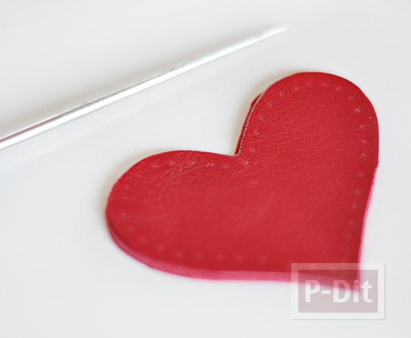 รูป 7 พวงกุญแจหัวใจ ทำจากหนังสีแดงสด