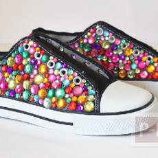 รองเท้าผ้าใบ ตกแต่งลายสวย สีสดใส