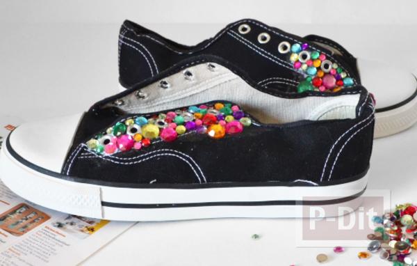รูป 3 รองเท้าผ้าใบ ตกแต่งลายสวย สีสดใส