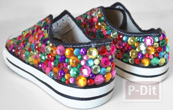 รูป 4 รองเท้าผ้าใบ ตกแต่งลายสวย สีสดใส