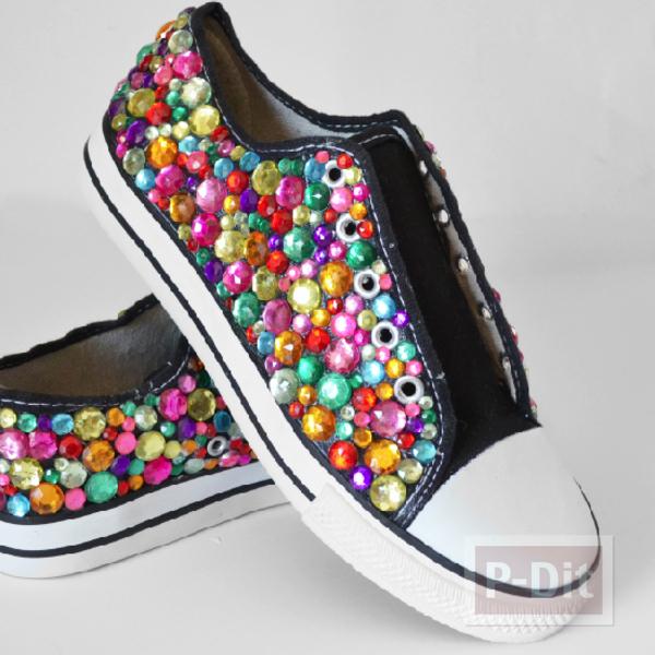 รูป 5 รองเท้าผ้าใบ ตกแต่งลายสวย สีสดใส