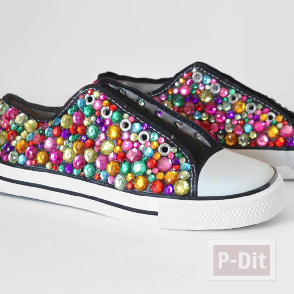รูป 7 รองเท้าผ้าใบ ตกแต่งลายสวย สีสดใส