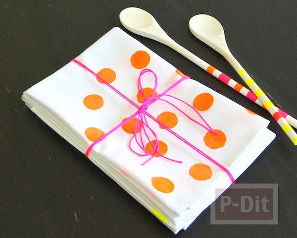 รูป 1 ผ้าเช็ดปาก ระบายสี ลายจุด