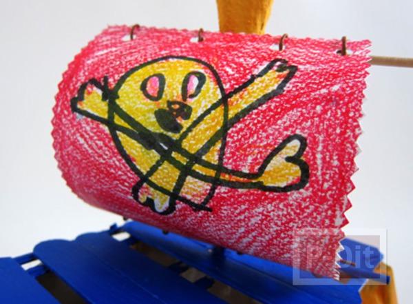 รูป 7 เรือโจรสลัด ทำจากรังไข่ กระดาษ