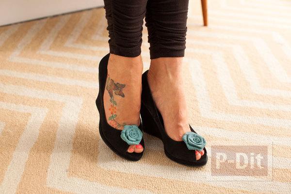 รูป 3 ตกแต่งรองเท้า น่ารักๆ จากดอกไม้ โบว์ ขนนก…