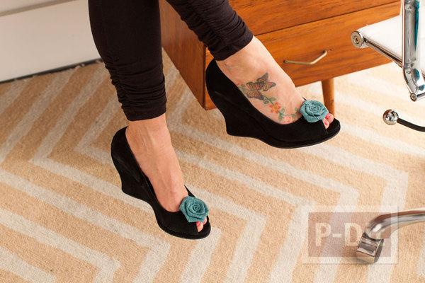 รูป 4 ตกแต่งรองเท้า น่ารักๆ จากดอกไม้ โบว์ ขนนก…