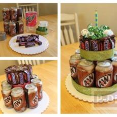 เค้กวันเกิด ทำจากกระป๋องน้ำ และช็อคโกแลต