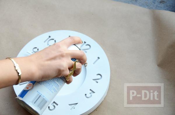 รูป 4 นาฬิกาติดผนัง พ่นสีขาว ประดับกากเพชร