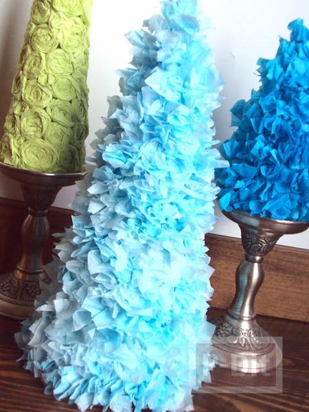 ต้นคริสต์มาส ทำจากกระดาษทิชชู และถ้วยกระดาษ
