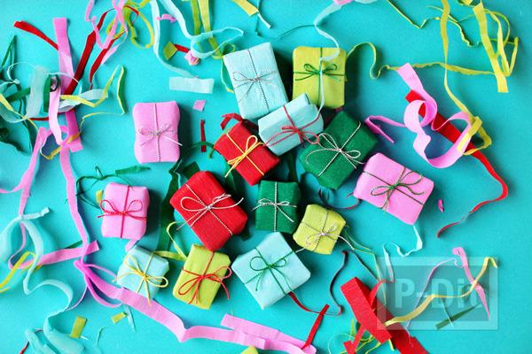 รูป 4 กล่องของขวัญ กล่องเล็กๆ ประดับต้นคริสต์มาส