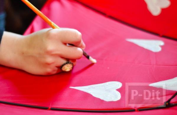 รูป 4 ร่มสีสวย ตกแต่งลายน่ารักๆ จากปลายพู่กัน
