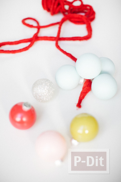 รูป 4 พวงลูกบอล ทำสวยๆ ประดับบ้าน