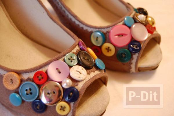 รูป 1 ตกแต่งรองเท้าด้วยกระดุม หลากสี