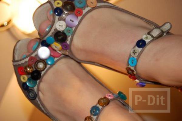 รูป 5 ตกแต่งรองเท้าด้วยกระดุม หลากสี