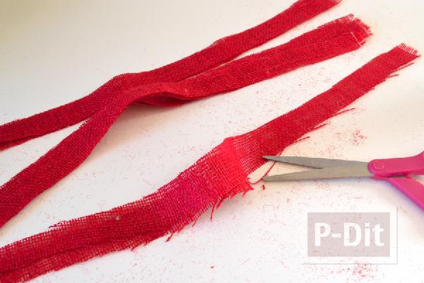รูป 3 ลูกบอลสีแดง ประดับต้นคริสต์มาส ทำจากโฟมและเศษผ้า