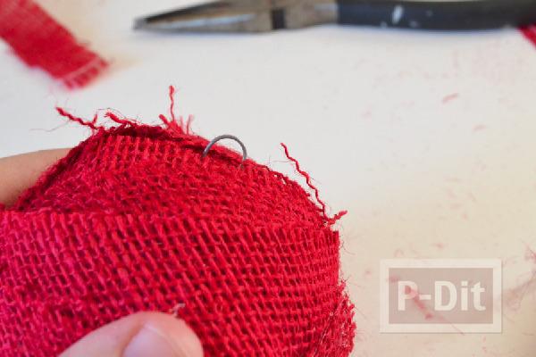 รูป 7 ลูกบอลสีแดง ประดับต้นคริสต์มาส ทำจากโฟมและเศษผ้า