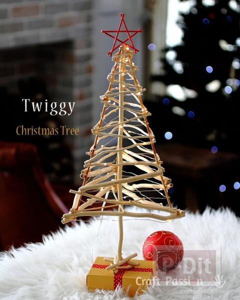 ต้นคริสต์มาส ทำเองจากกิ่งไม้