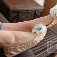 รองเท้าคู่สวย ตกแต่งดอกไม้ ลายลูกไม้