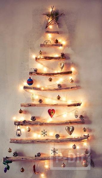 ต้นคริสต์มาสติดผนัง ทำเองจากกิ่งไม้