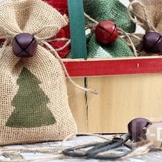 ถุงของขวัญ ทำจากผ้ากระสอบ ผูกกระดิ่ง