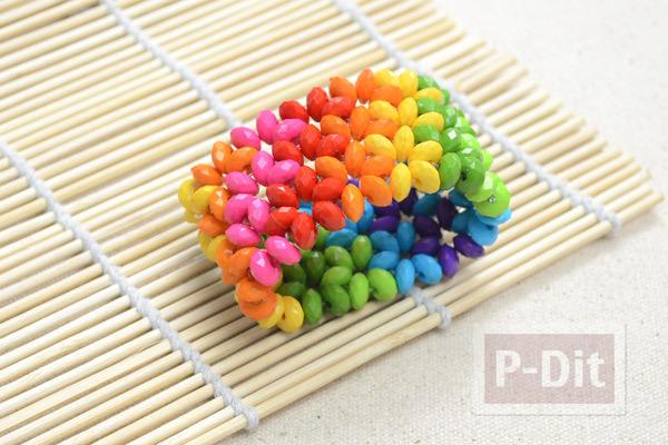 รูป 5 สร้อยข้อมือสีรุ้ง จากลูกปัดสีสดใส
