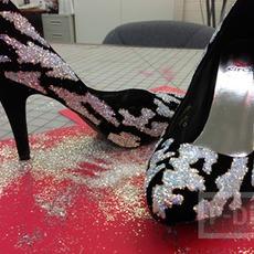 รองเท้าคัชชูสีดำ ประดับกากเพชรสีเงิน