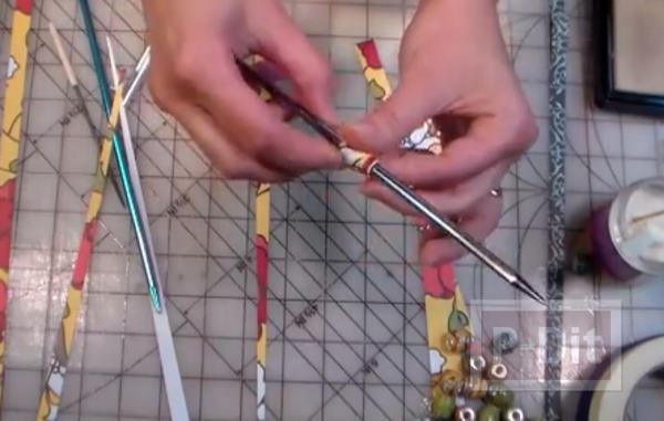 รูป 3 ประดิษฐ์ลูกปัด จากเศษกระดาษสีสวย