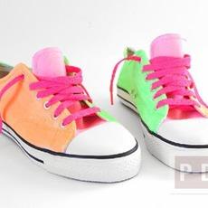รองเท้าผ้าใบสีขาว เปลี่ยนเป็นสีลูกกวาด