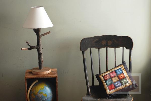 โคมไฟตั้งโต๊ะ ทำจากกิ่งไม้