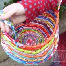 กระเป๋าใส่ของสีสด ทำจากถุงพลาสติก