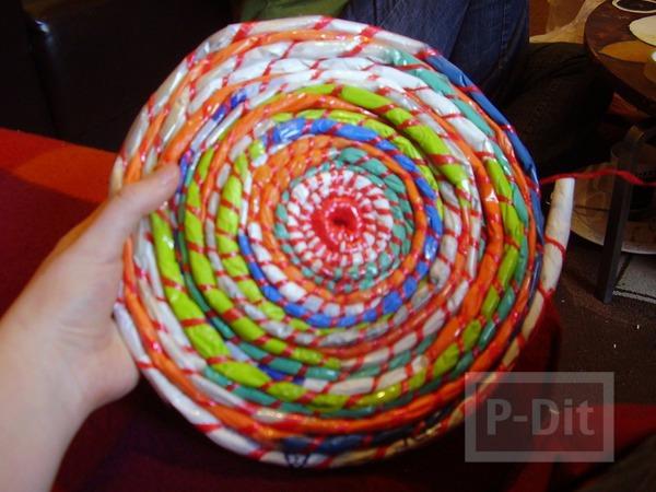 รูป 3 กระเป๋าใส่ของสีสด ทำจากถุงพลาสติก
