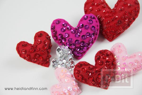 หัวใจส่งรัก ประดับการ์ด ที่คาดผม...