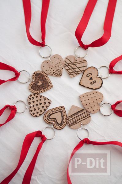 รูป 2 พวงกุญแจหัวใจ ทำจากแผ่นไม้