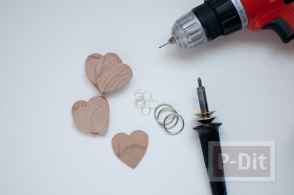 รูป 3 พวงกุญแจหัวใจ ทำจากแผ่นไม้