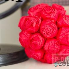 ช่อดอกกุหลาบสีแดงสด มอบความรัก