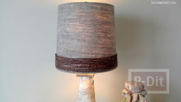 รูป 2 โคมไฟเก่าๆ นำมาห่อผ้า ทาสี