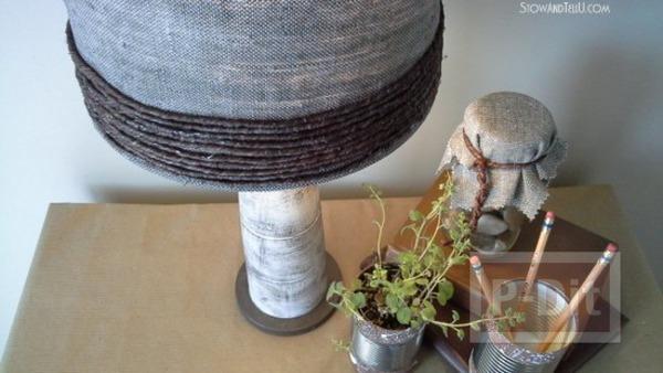 รูป 3 โคมไฟเก่าๆ นำมาห่อผ้า ทาสี