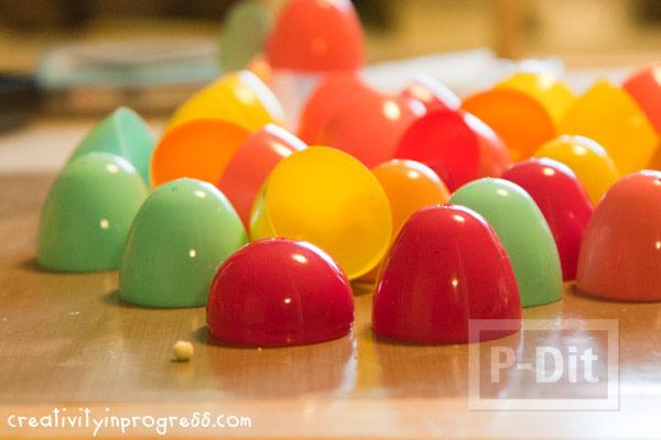 รูป 2 แก้วน้ำแก้วเล็กๆ ทำจากไข่พลาสติก