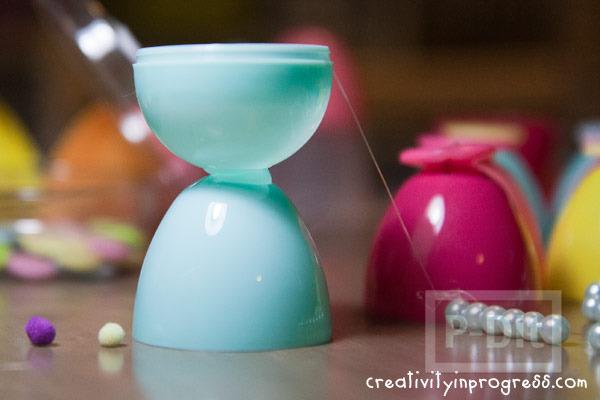รูป 4 แก้วน้ำแก้วเล็กๆ ทำจากไข่พลาสติก