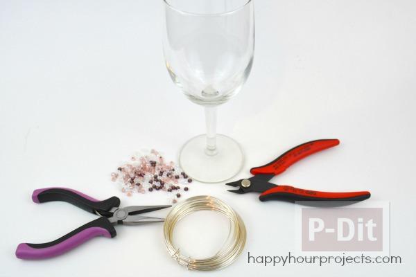 รูป 3 แก้วไวน์ ประดับเม็ดมุกเล็กๆ