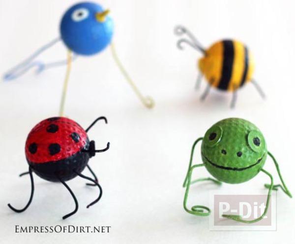 ลูกกอล์ฟเก่าๆ นำมาทาสี ประดับขา เป็นแมลง