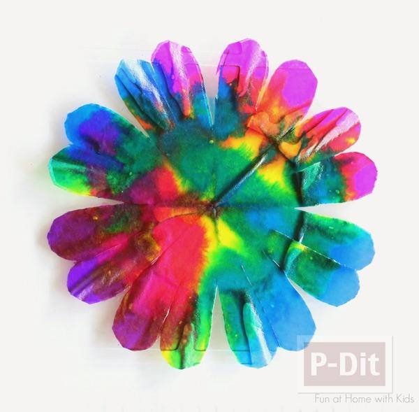 รูป 6 ประดิษฐ์ดอกไม้ จากถ้วยขนมคัพเค้ก
